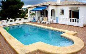 Magnifique villa avec piscine dans le centre de Calpe.