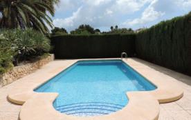 Belle villa de 3 chambres, piscine et jardin très agréables, avec peu de vis à vis, proche mer et...