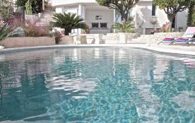 Vue piscine et  Suite extérieure