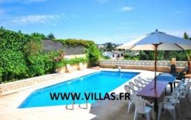 Villa CV Tino. Villa avec piscine privée, profitant d'une superbe vue sur les montagnes et la for...