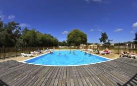 Au pied de l'île de Noirmoutier et en lisière de forêt, la Caillebotière vous accueille pour des vacances inoubliables.