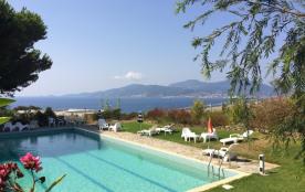 La vue sur le golfe d'Ajaccio, la piscine