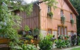 Ancienne tuilerie don les écuries rénovées en gîte s'ouvrent sur un parc verdoyant et fleuri. La ...
