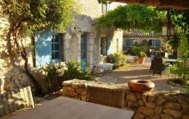 Ancien mas provencal sur oliveraie, piscine, vacances détente, calme, beaucoup de charme, Nice aeroport 1h (7 pers).