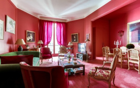 Stately apartment near Pont d'Alma