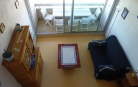 Studio mezzanine au troisième étage de la résidence avec ascenseur en bordure de la plage.