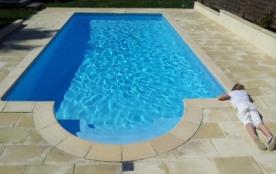 Gîte avec piscine à Aubarède