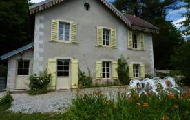 Très jolie Maison de caractère à deux pas d'Ornans dans la  Vallée de la Loue et vaste parc