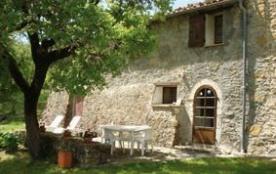 Maison mitoyenne, en campagne, chemin de terre sur 900m, terrain 6 ha, pré, terrasse ombragée, sa...