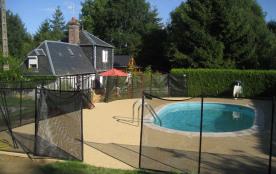 vue de la piscine de la maison Auréa