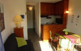 Appartement 2 pièces au rez de chaussée surélevé de la résidence en bordure de la plage.