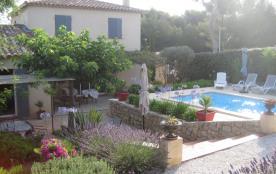 Villa récente familiale avec piscine et à 1000 m des plages .