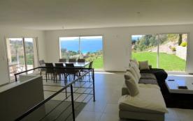 Très belle villa neuve contemporaine avec vue mer et piscine
