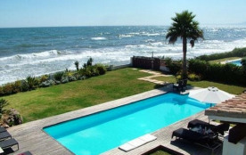Villa À Marbella bord de mer avec une grande piscine extérieure et privée