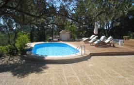 A l'Abri du Temps est une merveilleuse maison de vacances située dans un cul-de-sac à Cotignac (Provence-Alpes-Côte d...