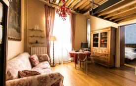 Typical Parisian apartment in the heart of Saint Germain!