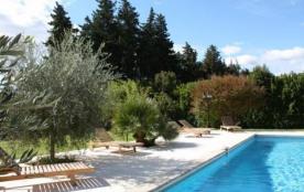 Lou Mas di Margot est situé en campagne à 1 km du village de Chateaurenard, 10 km d'Avignon, 10 k...