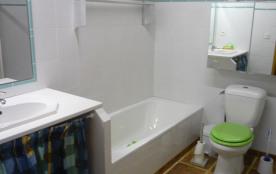 Salle de bain rez-de-chaussée (Douche/Baignoire/WC)