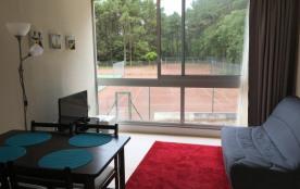 Studio, terrains de tennis, résidence avec piscine, proche de la mer