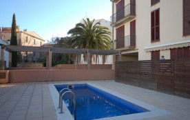 LOVELY POOL APARTMENT with PARKING 2