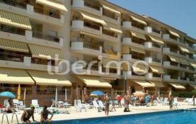IB-3191 - Cet ensemble d'immeubles avec piscine communautaire est situé à environ 400 mètres de l...