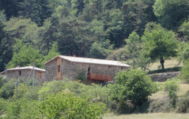 Le gîte du grand Bayle est un superbe gîte écologique entièrement réalisé par les propriétaires e...