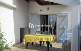 Petite maison individuelle mitoyenne dans résidence vacances- jardinet cloturé plein sud