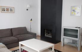 Le salon avec cheminée