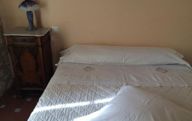 Chambre parental tres grand lit super confort