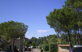 Camping La Rouvière Les Pins, 100 emplacements, 9 locatifs