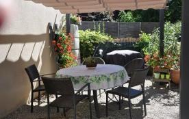 Située dans la vallée de la Loue, votre maison de village située à cinq minutes du centre ville, ...