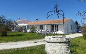 Villa 4 étoiles sur 60 000m² de terrain fleuri et arboré, à 800m d'une plage