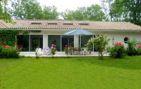 Villa de standing avec piscine intérieure à St Vivien de Médoc