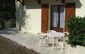 Appartement en rez-de-jardin de villa quartier calme boise.