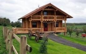 Venez apprécier la découverte de la nature et du repos avec ce chalet en bois d'une superficie de...