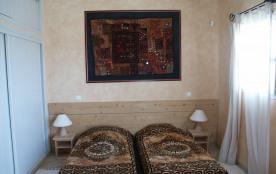 La chambre à 2 lits de la villa 2