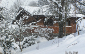 Le chalet sous la neige
