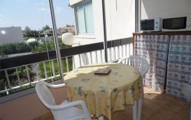 Studio 2 à 4 couchages, situé au premier étage, dans résidence au centre de Marseillan Plage.