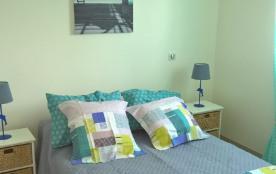 Chambre avec un lit de 140