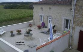 Le gîte « Les vallons » situé dans la campagne du Nord Charente, est une maison en pierres entièrement rénovée et con...