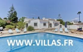 Villa AA118 - Une villa bien meublée située dans un quartier calme et résidentiel.