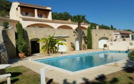 Située en basse Ardèche, à 3 km du centre historique de Viviers, jolie petite maison de plain pie...