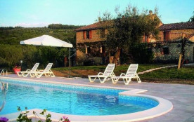 SAN FELICIANO, LAC TRASIMENE, Très agréable maison de campagne , piscine privée pour 8 à 12 perso...