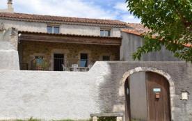 En Basse Ardèche, gîte aménagé dans un petit hameau au milieu des vignes, à 5 minutes de Ruoms et...