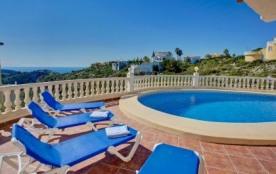 Villa AA14 - Belle villa récente et moderne qui profite de sa piscine privée et d'une très belle ...