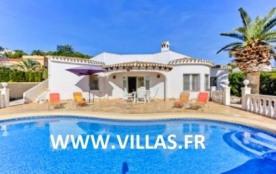 Villa AA101 - A seulement 1 km de la plage, cette villa accueillante profite également d'une bell...