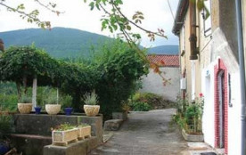Maison ancienne sur 3 niveaux, rénovée, située dans le Parc régional du haut Languedoc et dans un...