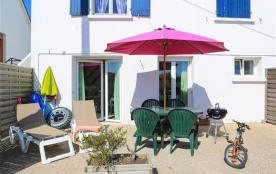 Avec la plage en accès direct, cet appartement T3 en rez-de-chaussée, se situe tout près du campi...