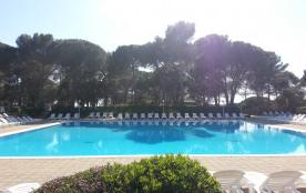 Appartement vue golf, piscine chauffée et proche plages