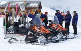 départ pour une sortie en moto-neige